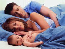 Спать вместе с малышом: да или нет!