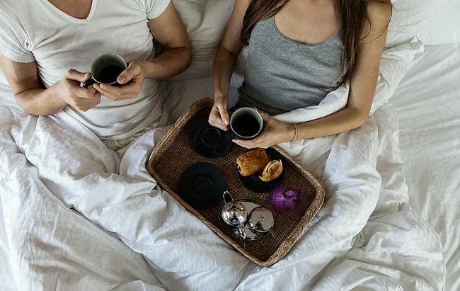 Чем поразить любимую: кофе в постель