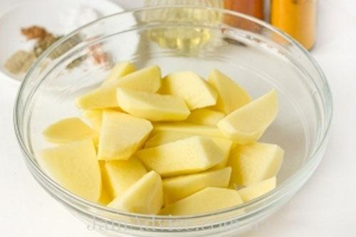 Как приготовить вкусный гарнир. Нарежьте картофель