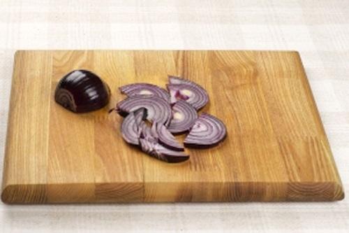 Нарежьте лук. Классический рецепт как приготовить греческий салат