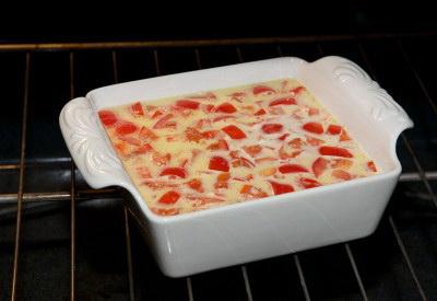 Французский завтрак или как приготовить омлет с ветчиной. Поместите форму в духовку на 30-40 минут