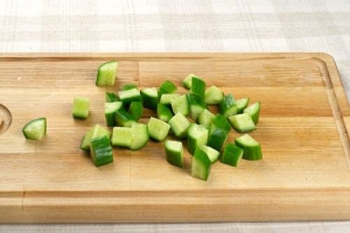 Нарежьте огурцы. Классический рецепт как приготовить греческий салат