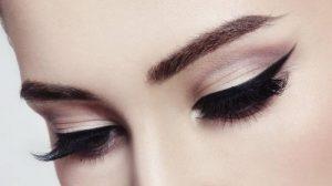 Как нарисовать стрелки на глазах? Крылатые стрелки