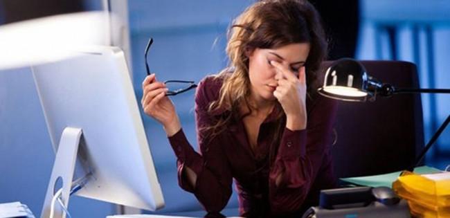 Что делать, если болят глаза от монитора при работе за компьютером?