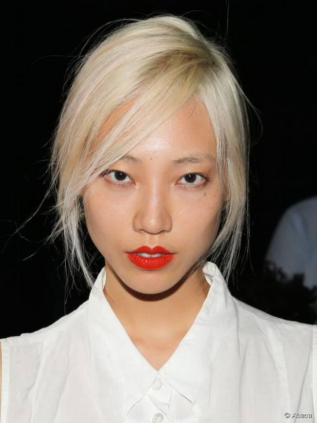 Притягательный светлый цвет волос: платина, средний тон кожи