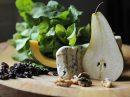 Лучший осенний салат: груша, руккола, козий сыр и гранатовый соус