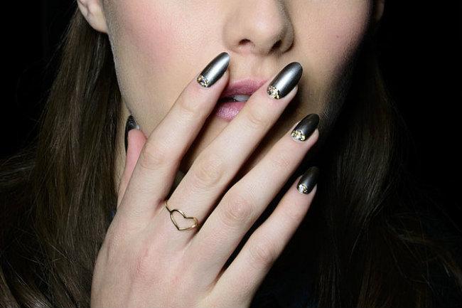 Популярные тренды модного дизайна ногтей с втиркой