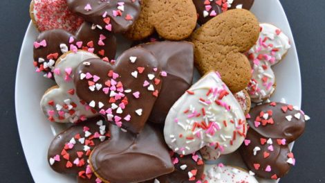 Праздничные шоколадные пряники - отличный повод позвать гостей
