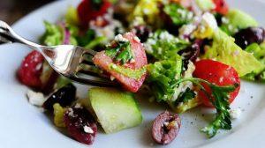 Как просто приготовить греческий салат