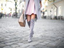 20 стильных способов носить замшевые сапоги ботфорты