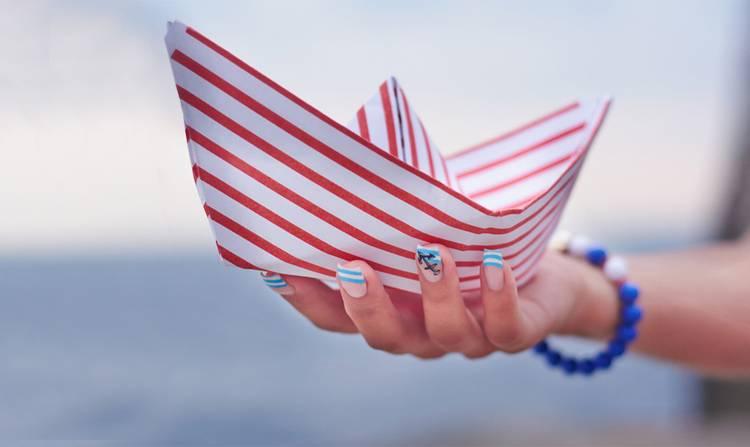 Лето, море, пляж: 33 новые идеи летнего маникюра