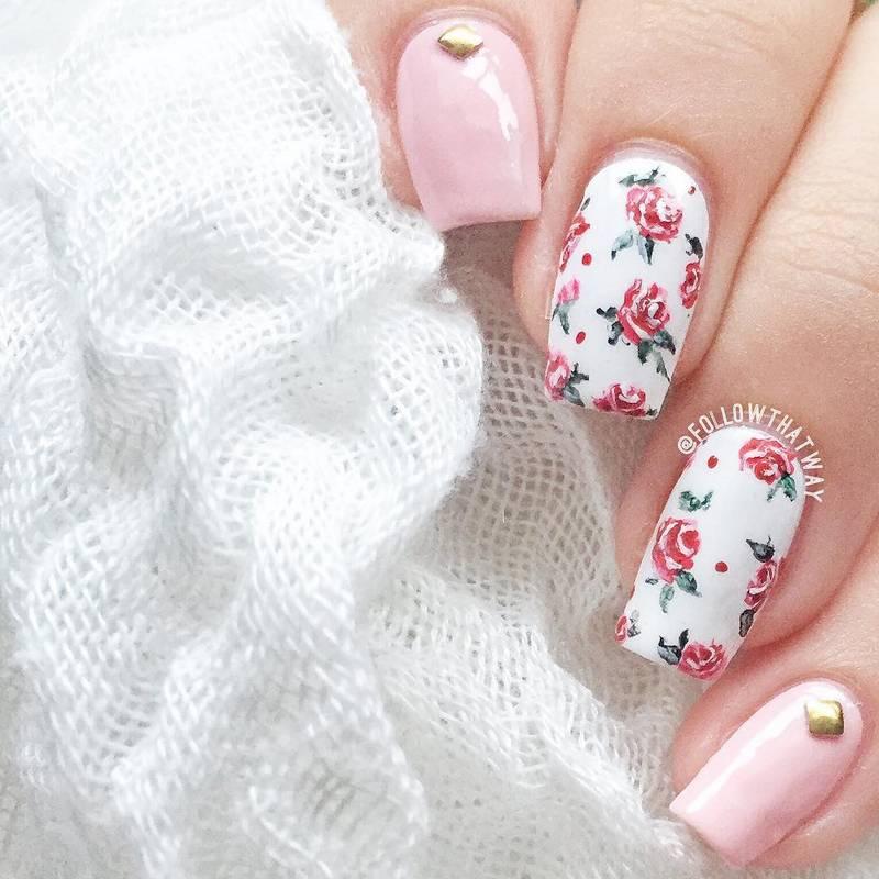 Маникюр с цветами на ногтях 2020-2021