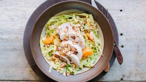 Салат из пекинской капусты с курицей и мандарином