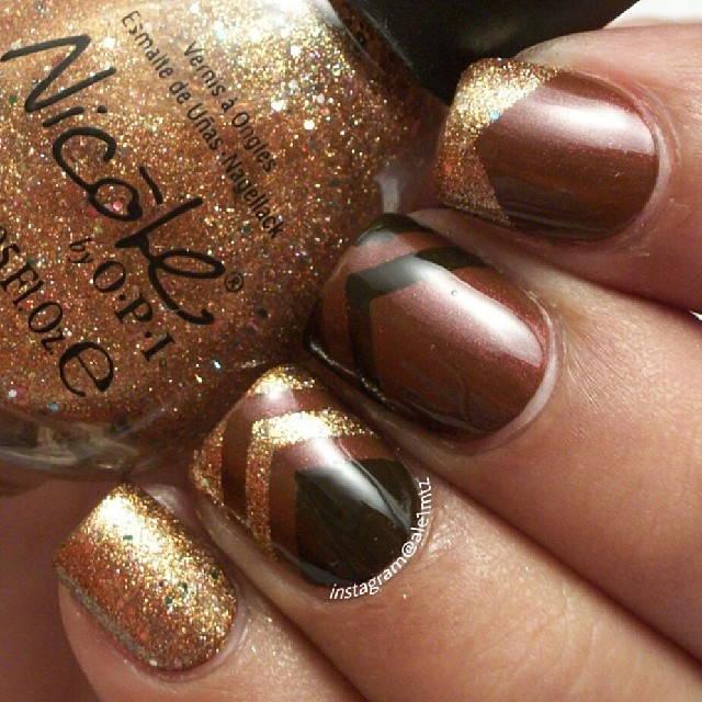 Маникюр коричневый с золотом