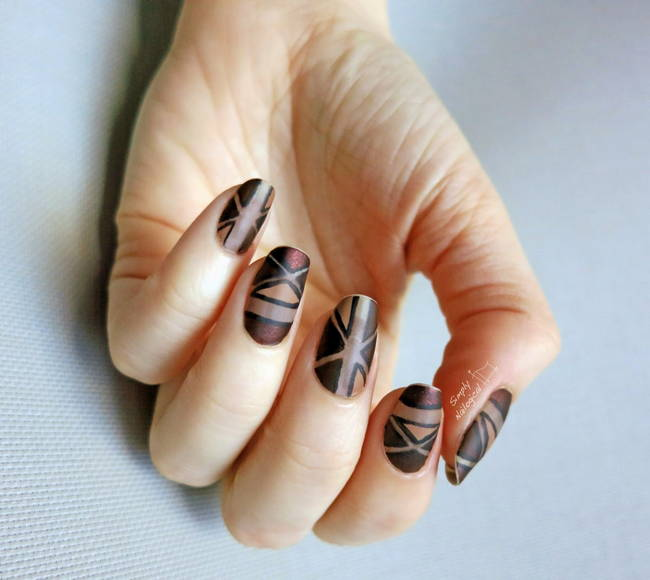 Матовая геометрия на ногтях в коричневой гамме