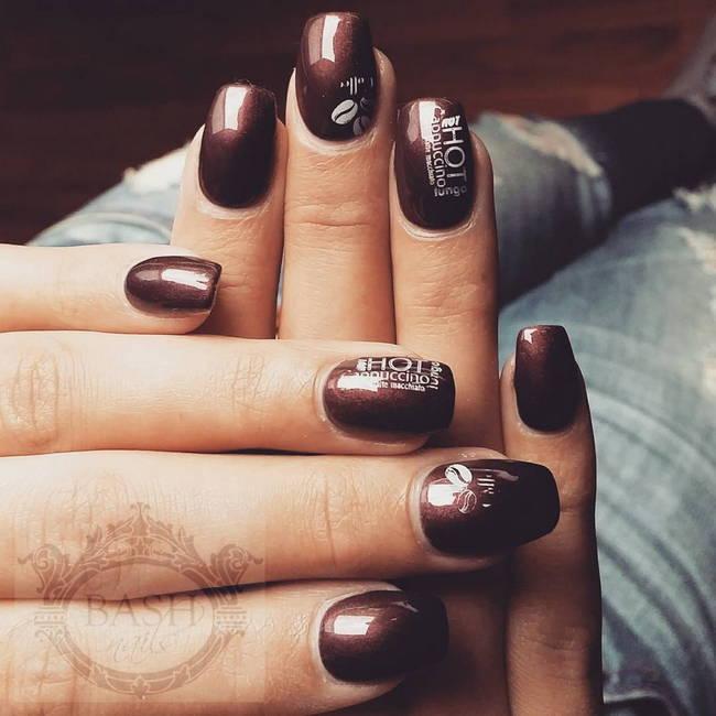 Кофейный маникюр с рисунками на ногтях