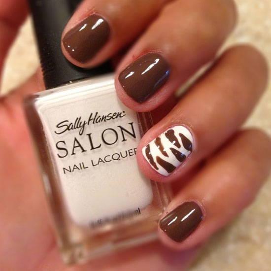 Короткие ногти с коричневым маникюром