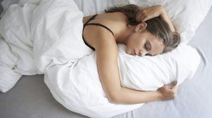 Как правильно спать в бюстгальтере, чтобы сохранить форму груди