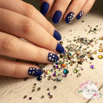 JamAdvice_com_ua_blue-nail-art-with-rhinestones_2
