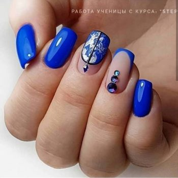 JamAdvice_com_ua_blue-nail-art-with-rhinestones_4