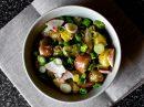 Весенний салат с молодым картофелем и редиской