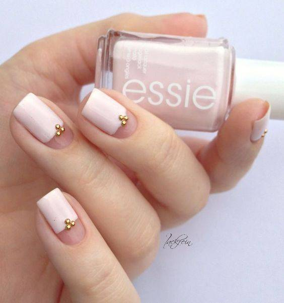 JamAdvice_com_ua_negative-space-in-the-spring-manicure-01