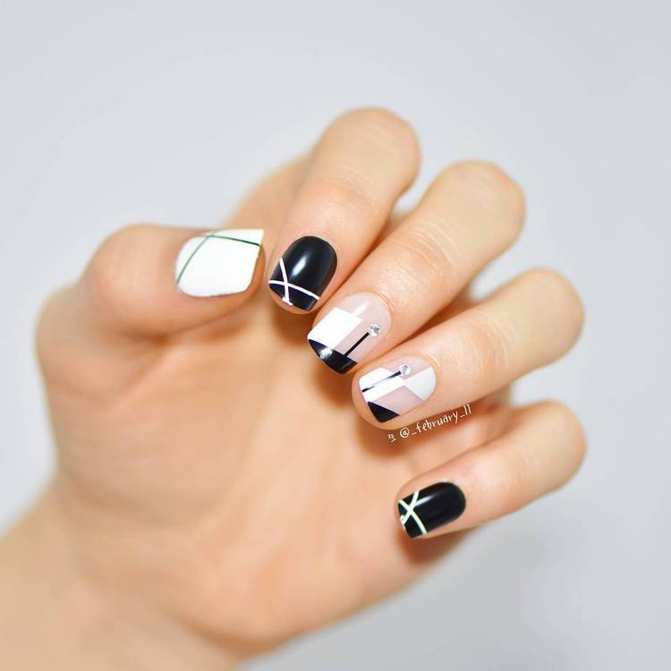 JamAdvice_com_ua_negative-space-in-the-spring-manicure-06