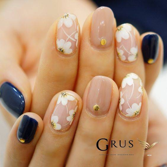 JamAdvice_com_ua_negative-space-in-the-spring-manicure-09