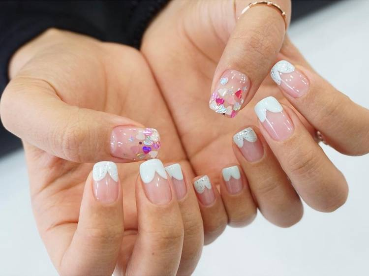 JamAdvice_com_ua_negative-space-in-the-spring-manicure-18