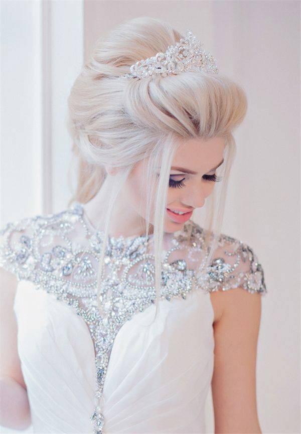 JamAdvice_com_ua_wedding-hairstyles-for-long-hair-with-a-diadem-1