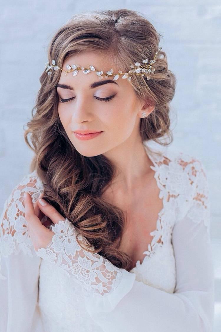 JamAdvice_com_ua_wedding-hairstyles-for-long-hair-with-a-diadem-10