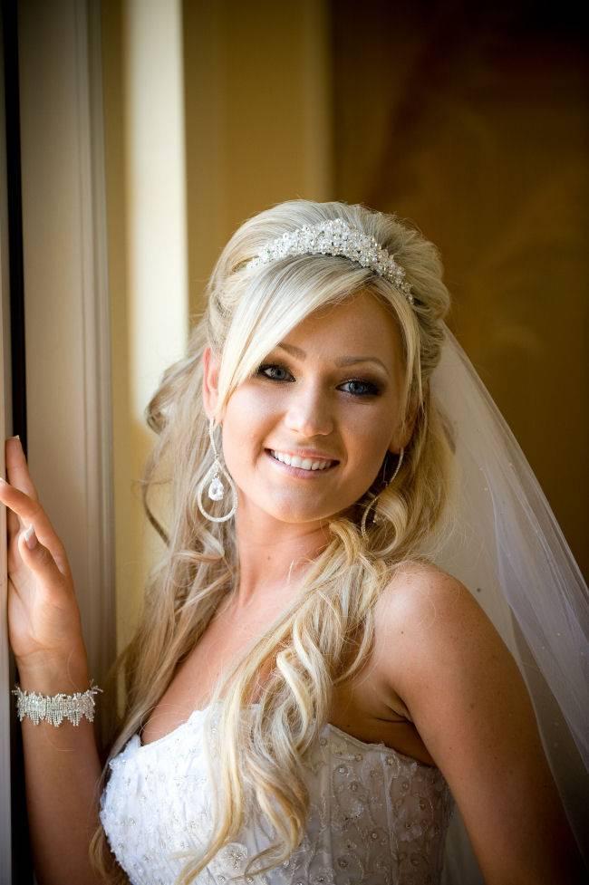JamAdvice_com_ua_wedding-hairstyles-for-long-hair-with-a-diadem-2
