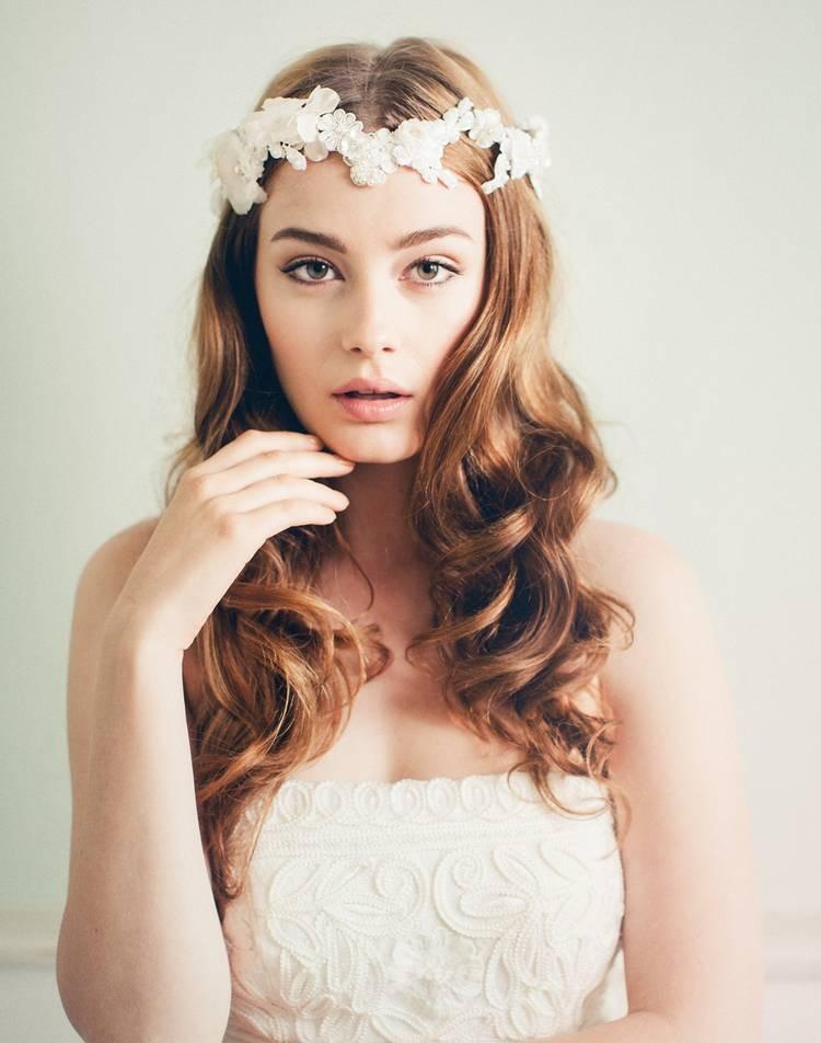 JamAdvice_com_ua_wedding-hairstyles-for-long-hair-with-a-diadem-3