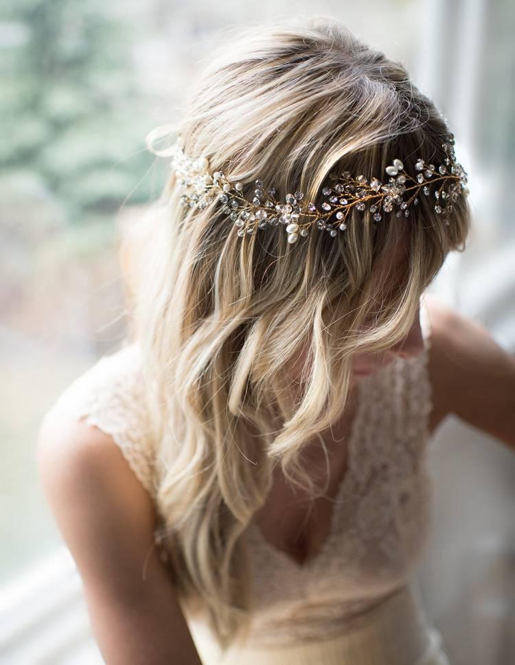 JamAdvice_com_ua_wedding-hairstyles-for-long-hair-with-a-diadem-4