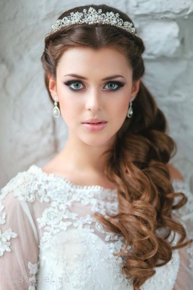 JamAdvice_com_ua_wedding-hairstyles-for-long-hair-with-a-diadem-5
