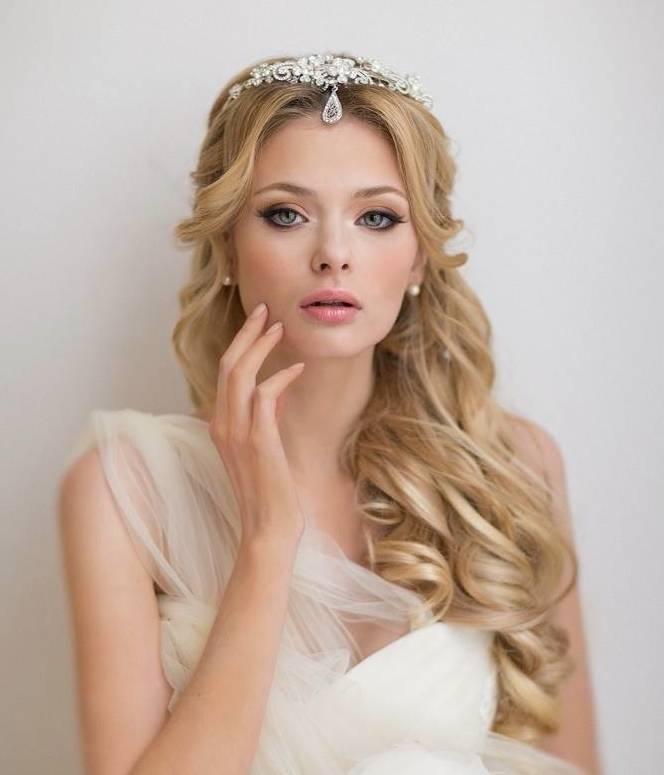 JamAdvice_com_ua_wedding-hairstyles-for-long-hair-with-a-diadem-6