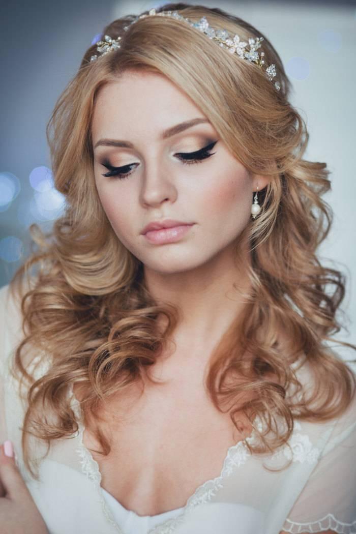 JamAdvice_com_ua_wedding-hairstyles-for-long-hair-with-a-diadem-7