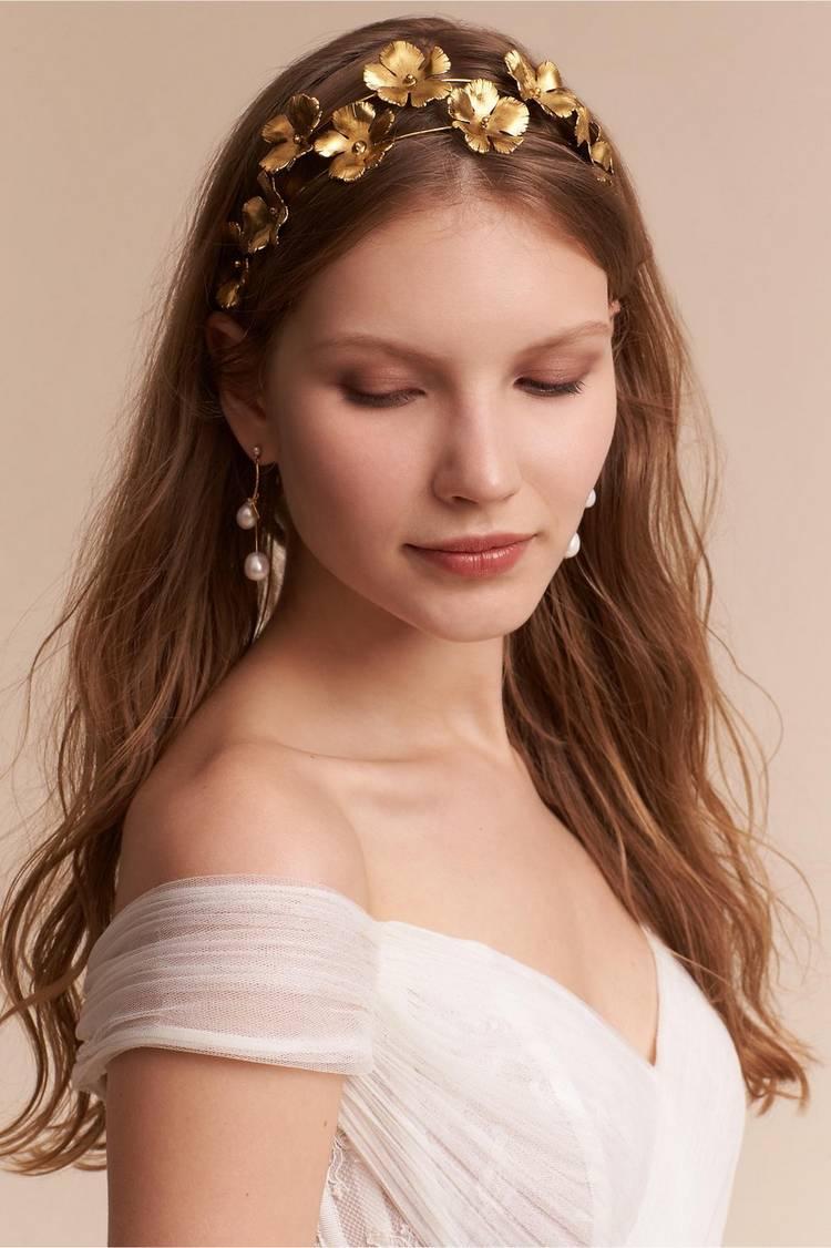 JamAdvice_com_ua_wedding-hairstyles-for-long-hair-with-a-diadem-9