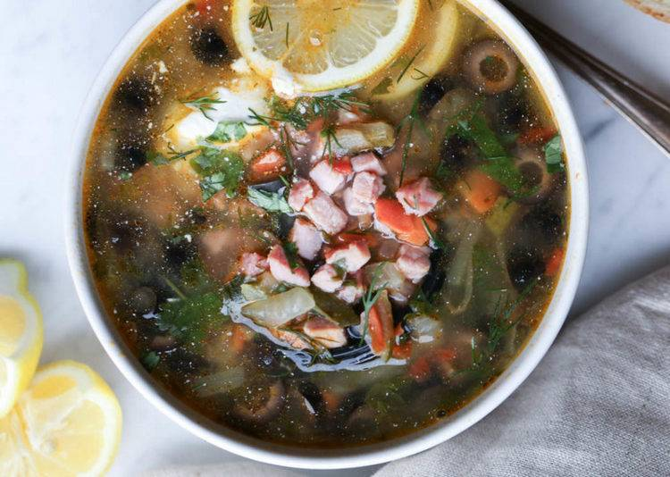 Солянка: Как приготовить известный суп с колбасой
