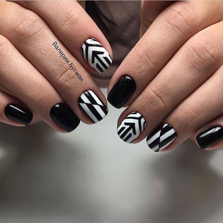 Черно-белый маникюр на короткие ногти