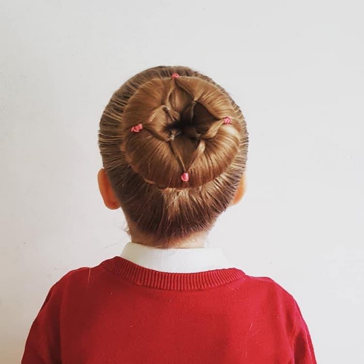 Красивые прически в школу – Пучок