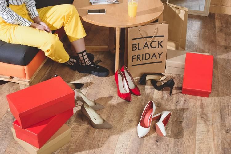 Какие будут скидки на вещи от популярных брендов одежды в Черную Пятницу