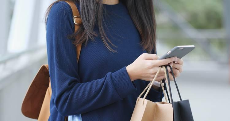 Самый модный цвет года — синий: как и с чем носить?