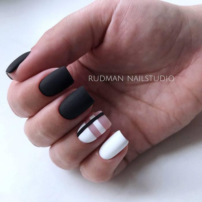 Черный матовый маникюр с белым