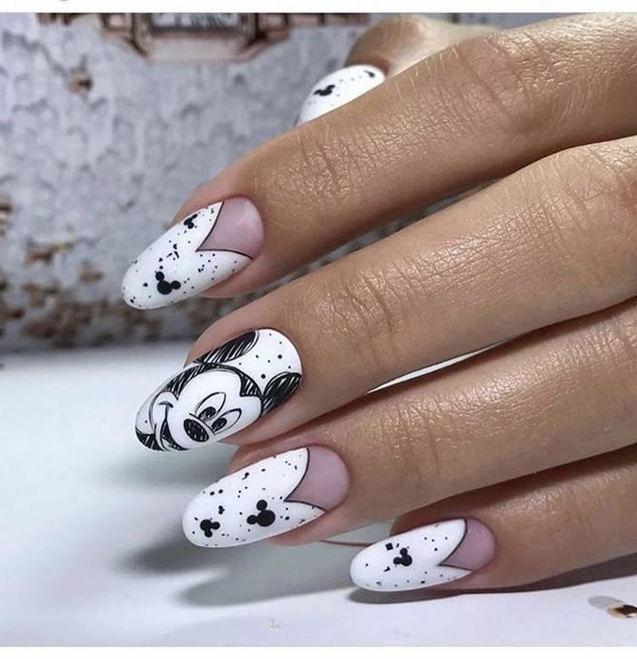 Черно-белый маникюр с рисунками на ногтях