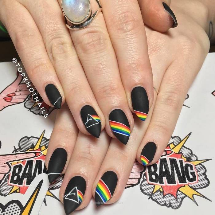 Уникальные рисунки на черных ногтях