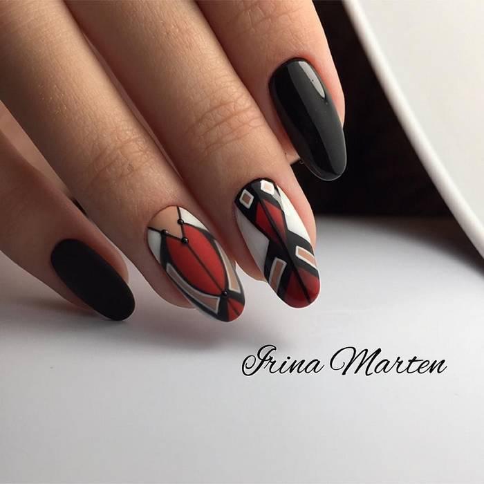 Геометрические рисунки на ногтях в черном маникюре
