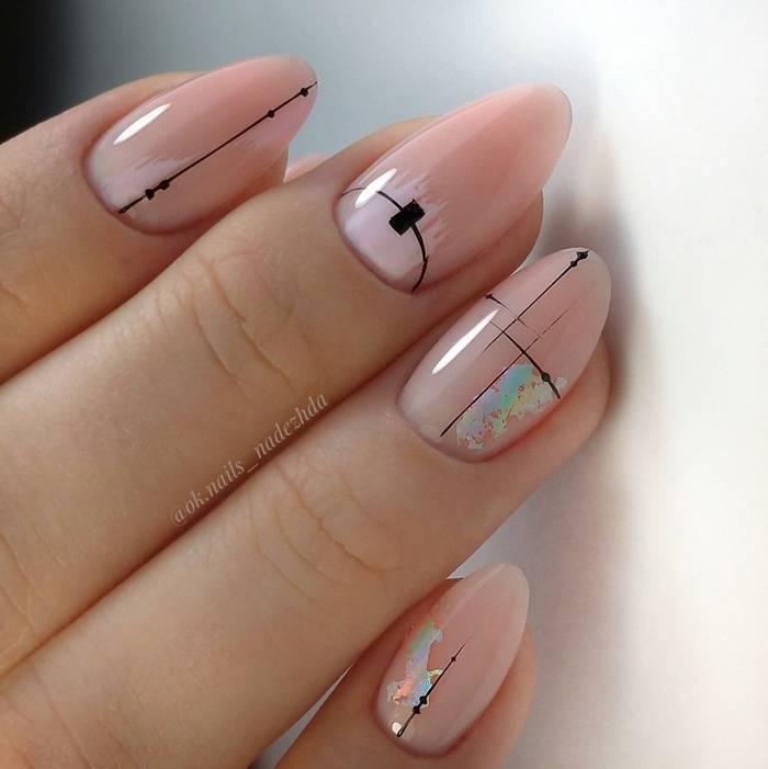 Геометрия на нюдовых ногтях