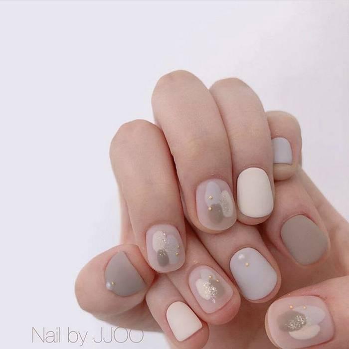 Красивый нюдовый маникюр на короткие ногти