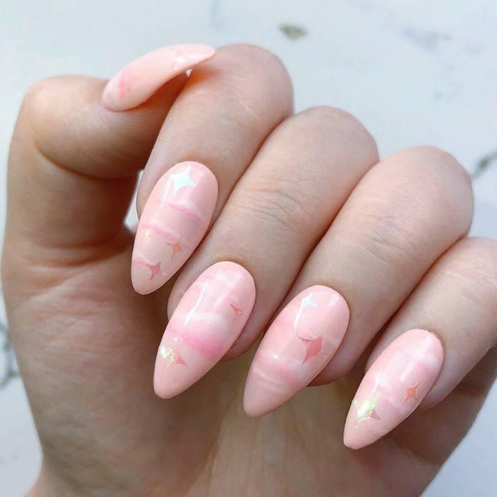 Красивый нюдовый дизайн ногтей